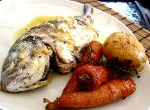 Karališki pietūs – žuvis vyno padaže