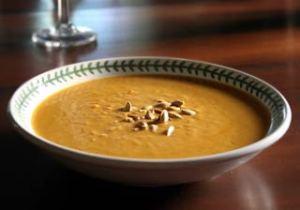 Raimonda siūlo išbandyti moliūgų sriubą ir salierų kepsnelius