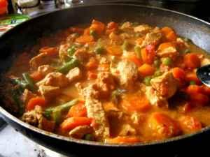 Indrė gamina vištienos karį